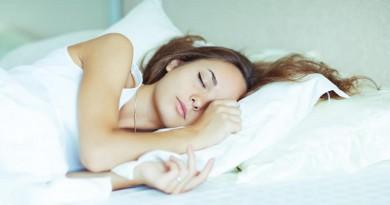 ¿Por qué no puedo dormir con calor? 10 trucos para conciliar el sueño en verano