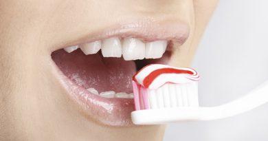 Cepillar tus dientes podría evitar el Alzheimer, según un estudio