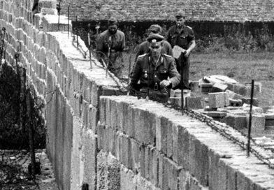 Aparece un trozo del histórico Muro de Berlín en centro de la ciudad