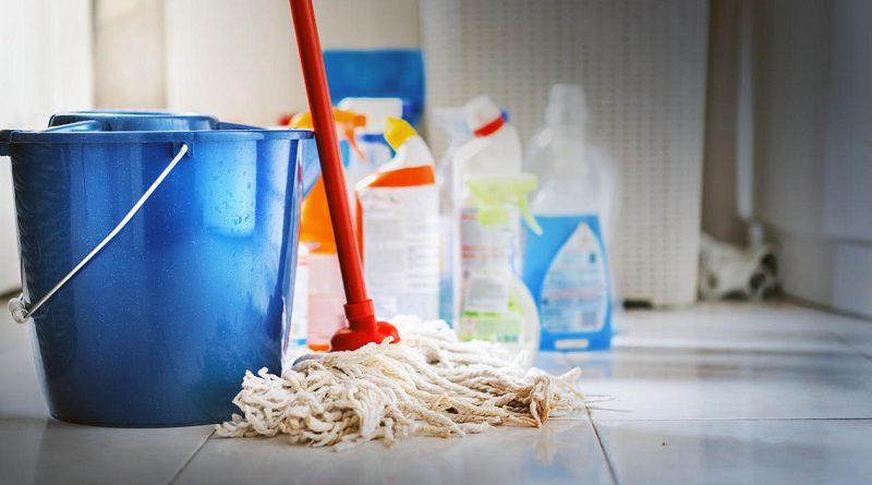 Mezclar estos productos de limpieza puede matarte: lo que no debes hacer