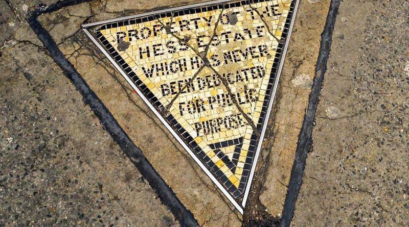 Triángulo de Hess: la historia del pedazo de tierra más pequeño y caro del mundo